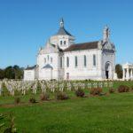La Basilique au milieu des croix