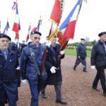 Les porte-drapeaux se mettent en place