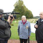 Albert Decoin s'exprime devant les médias